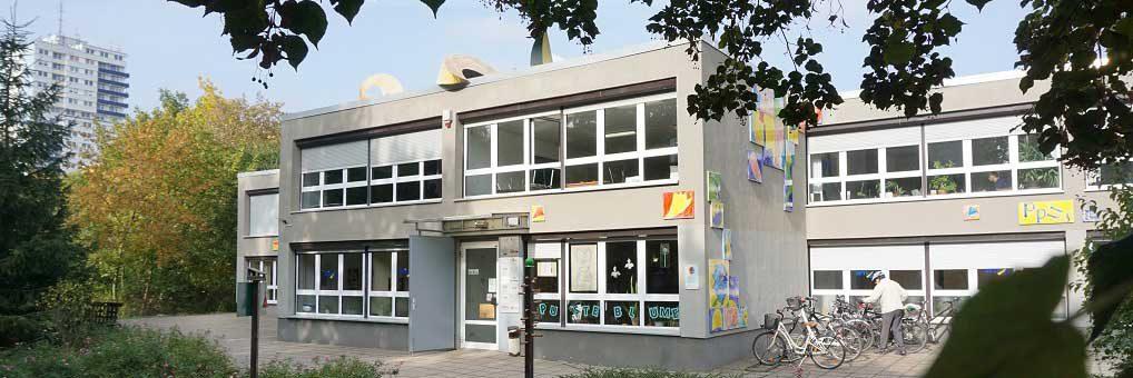 """(Deutsch) Willkommen beim Mehrgenerationenhaus """"Pusteblume"""""""